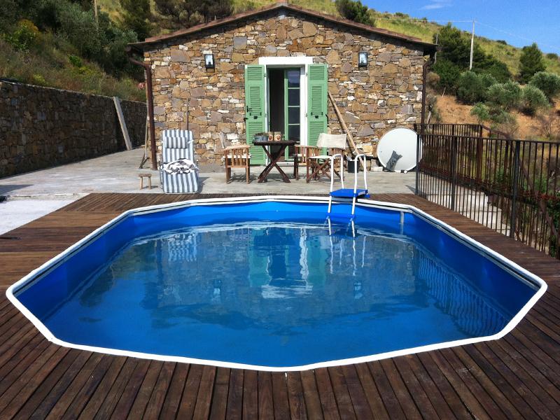 Villa tuin met zwembad en terras interieur inrichting